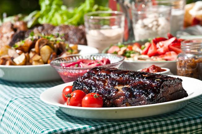 Murea grillikylki ja kesäinen salaatti
