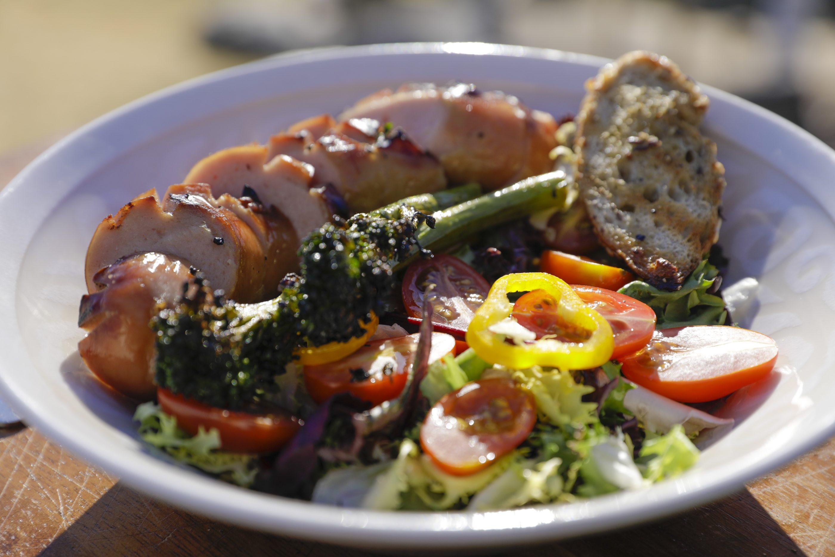 Broccoliinisalaatti ja grillikrutongit