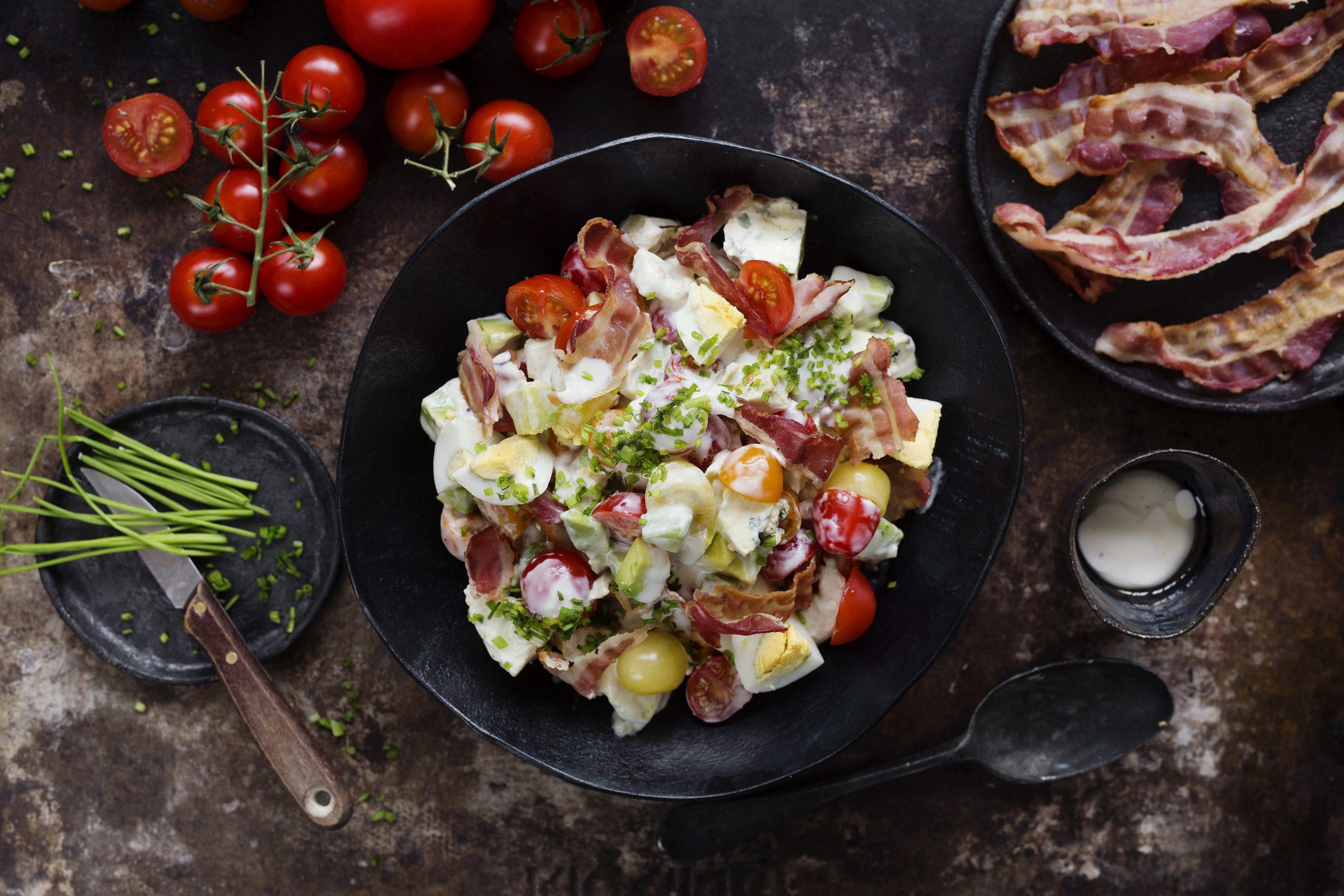 Cobb-salaatti grillatusta broilerista