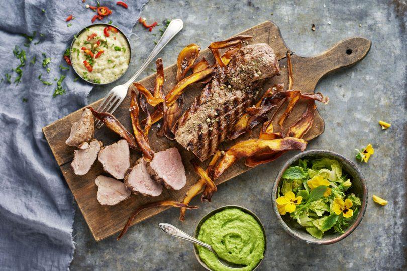Grilliruokaa: lihaa, lisukkeita ja kastikkeita