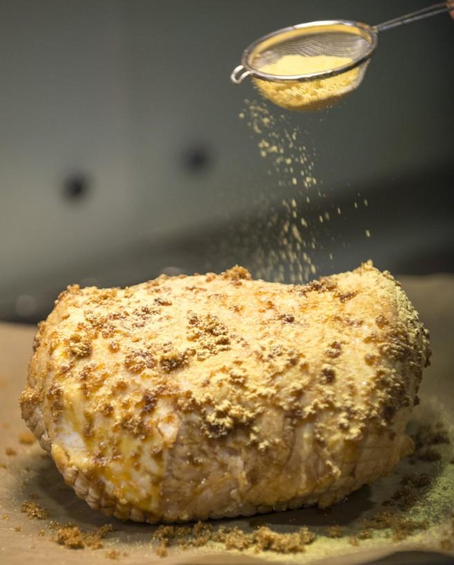 Karamellisoitu sinappikuorrutus kinkulle
