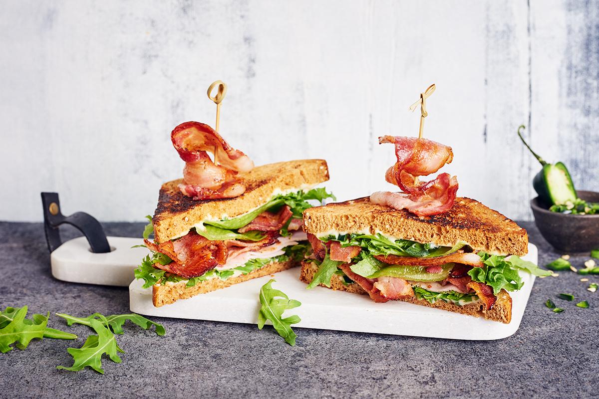 Bacon-dubbelsmörgås