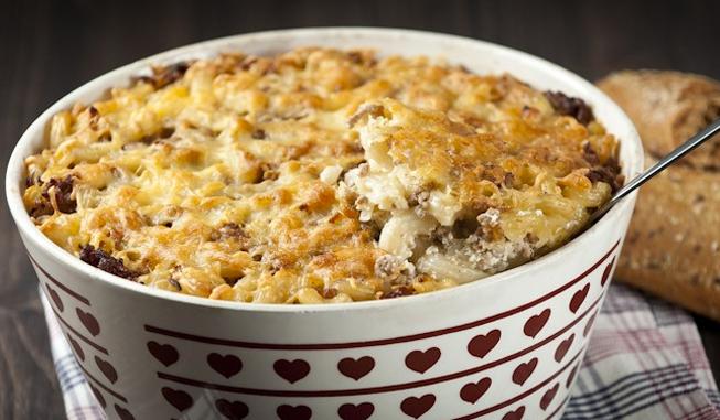 Makaronilaatikko uunissa on sekä helppoa että maukasta.