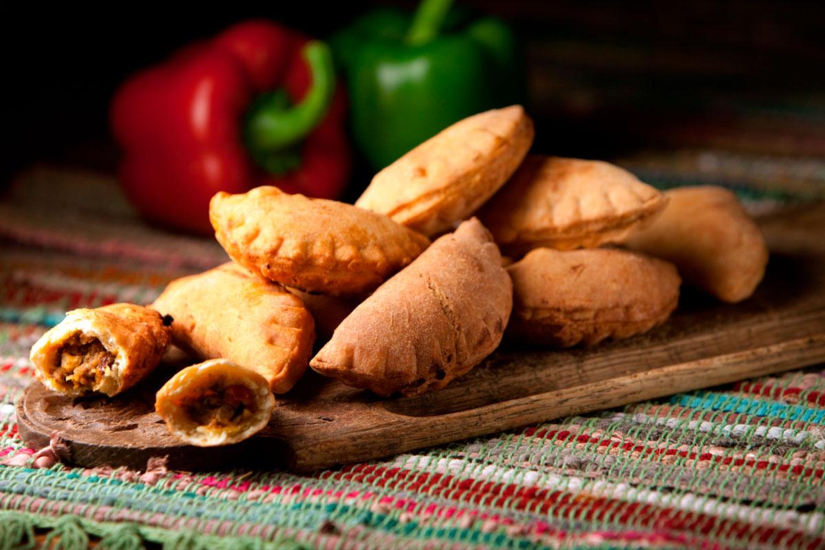 Jauhelihapasteijat meksikolaisittain eli empanadas