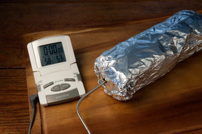 Pidä naudan sisäfilee uunissa, kunnes lihalämpömittari osoittaa 53 astetta.