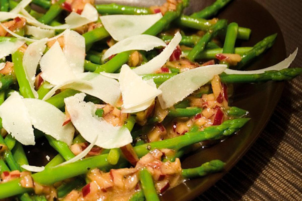 Parsasalaatti parmesaani-balsamicokastikkeella 1