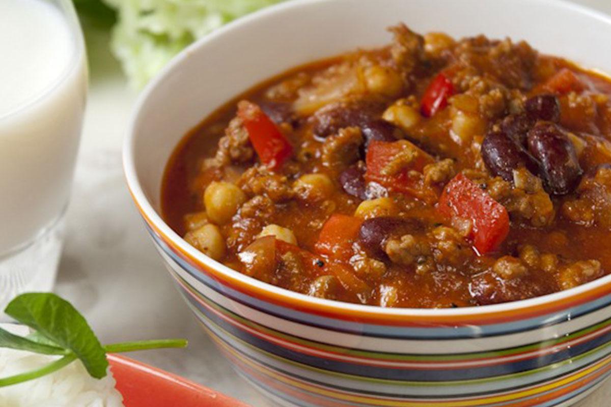 Perinteinen chili con carne kulhossa