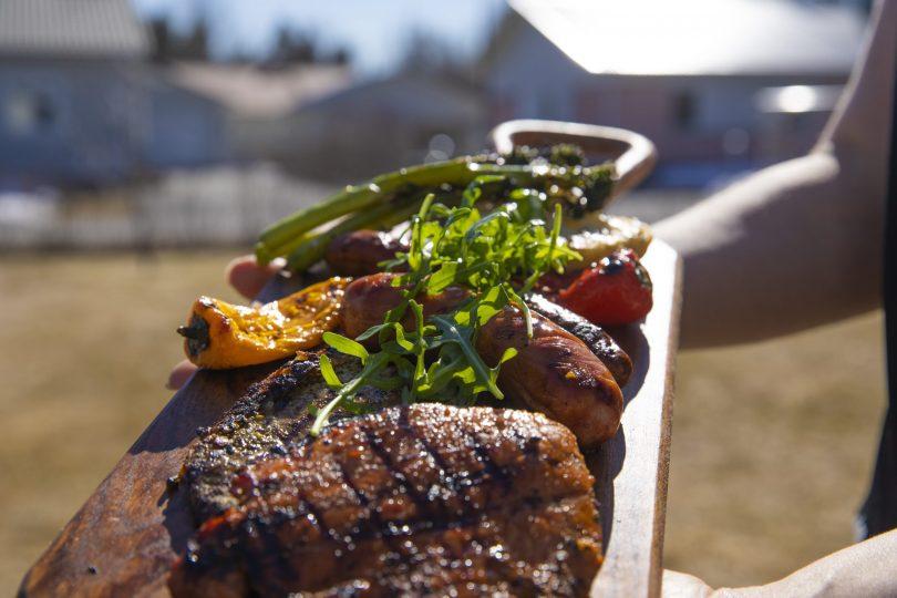 Grillit kuumana – Herra Snellmanin vinkkien avulla tuunaat kesäisen kattauksesi juhlakuntoon loistavilla lisukkeilla 2