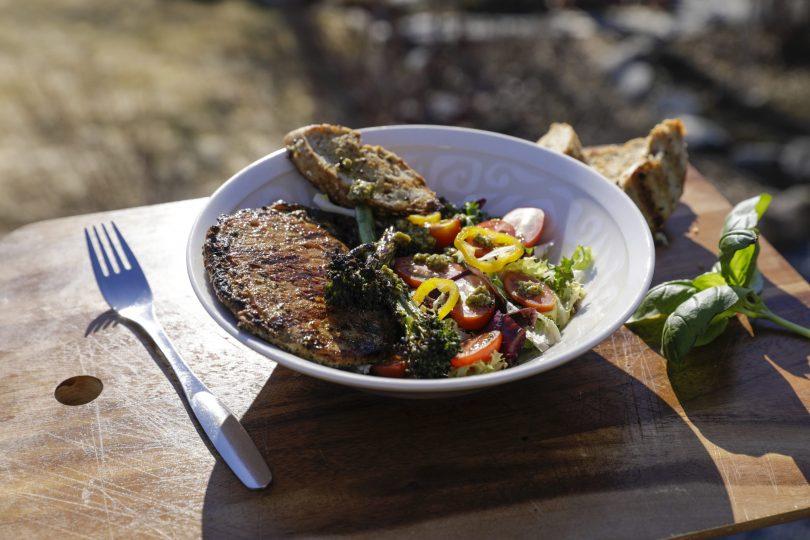 Grillit kuumana – Herra Snellmanin vinkkien avulla tuunaat kesäisen kattauksesi juhlakuntoon loistavilla lisukkeilla