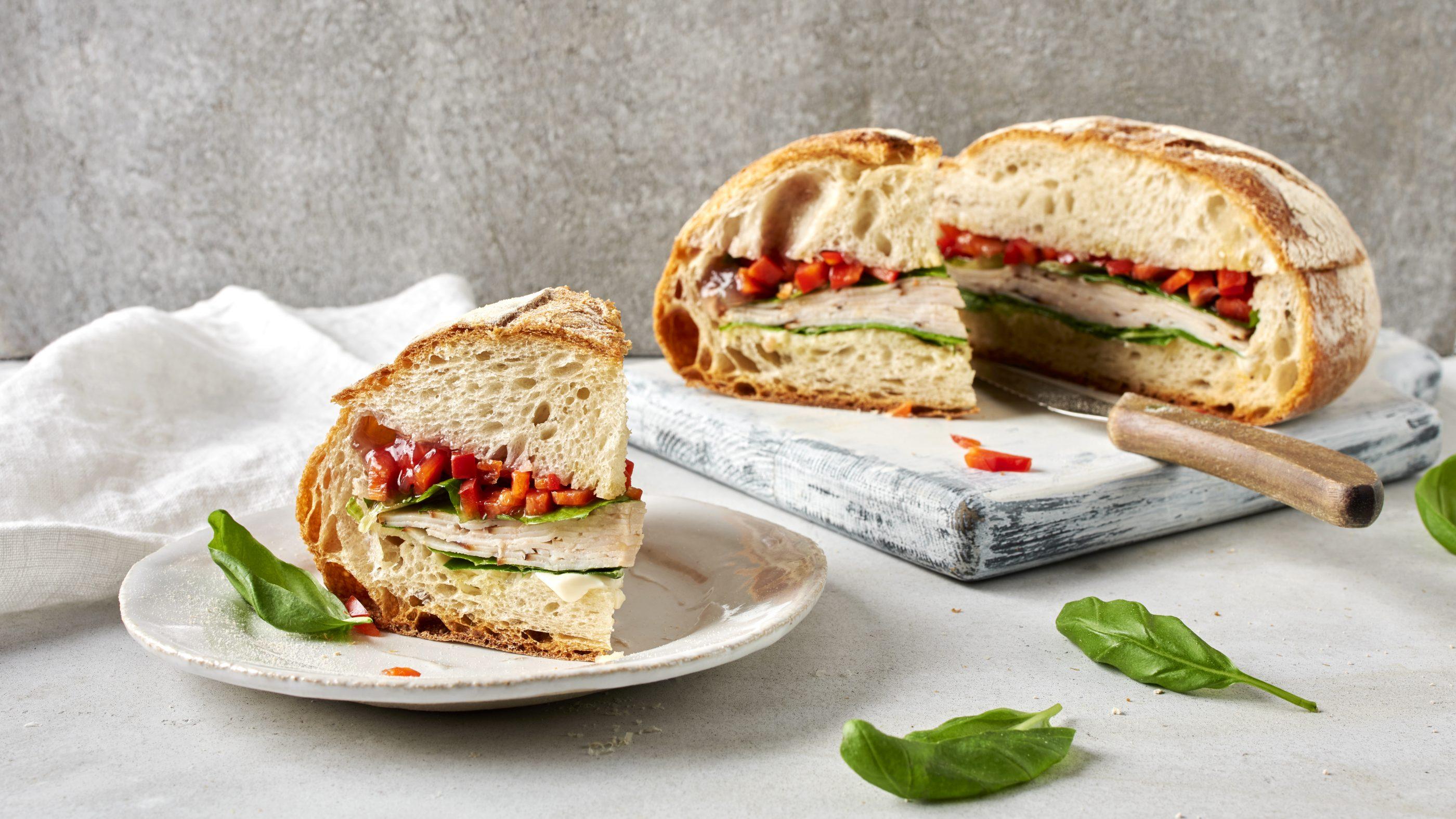 Sandwich juurileipään tehtynä