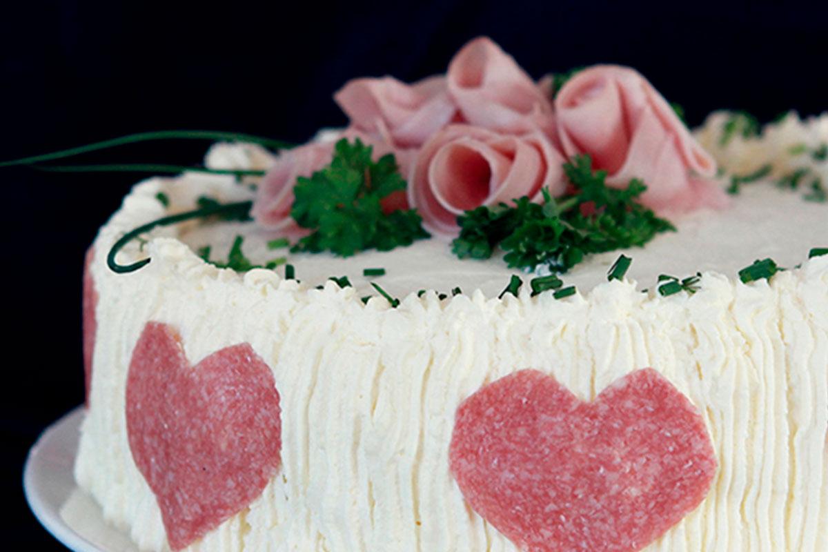Sydämellinen voileipäkakku 1