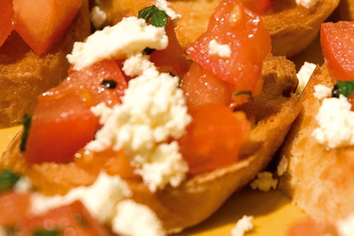 Tomaatti ja fetajuustobruschetta 1