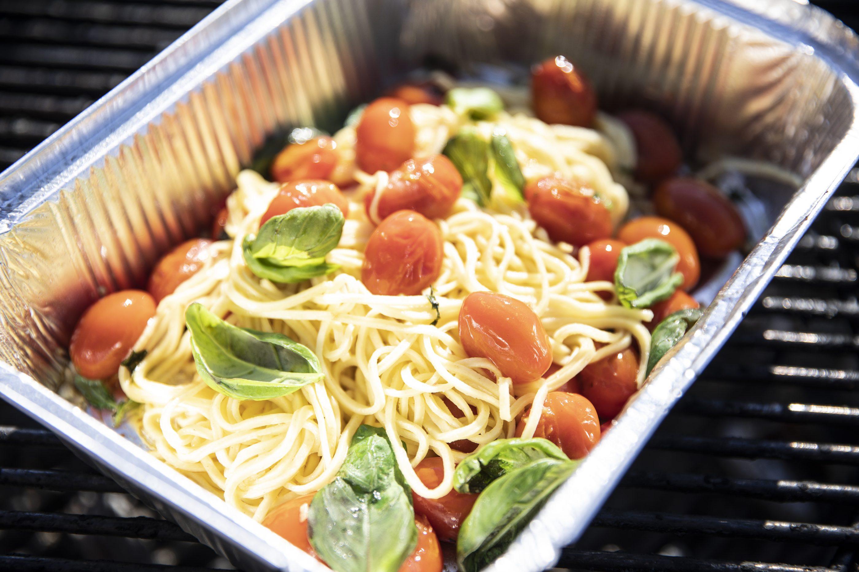 Tomaattispagetti grillissä