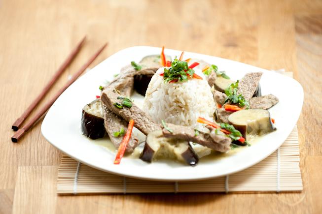 Vihreä Curry naudanlihalla (Gaeng Kiaw Wan Neua)
